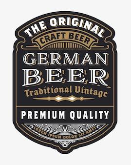 Modelo de design de rótulo de cerveja vintage com lúpulo.