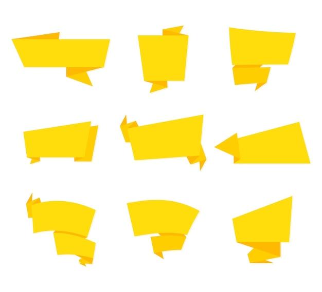 Modelo de etiqueta e banner. coleção de banner. etiquetas, etiquetas, banners, tag, vetorial, desenho, coleção. conjunto de fitas amarelas em design plano. em branco para o seu texto. coleção de fitas. adesivo estilo origami