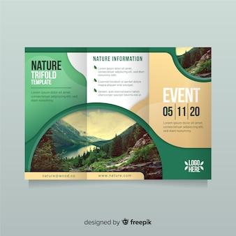 Modelo de folheto com três dobras da natureza