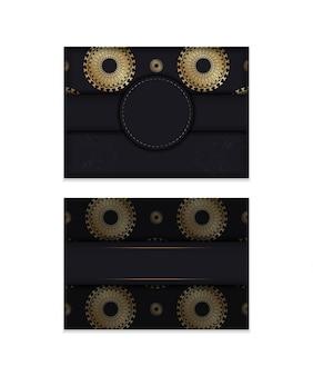 Modelo de folheto de felicitações na cor preta com ornamento de mandala de ouro