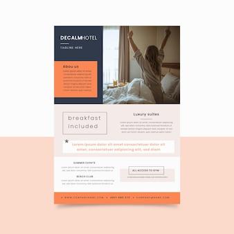 Modelo de folheto de informações de hotel moderno com foto
