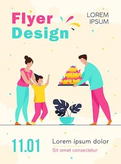 Modelo de folheto de pais dando bolo de aniversário para filho