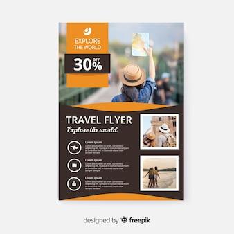 Modelo de folheto de viagem com foto e detalhes