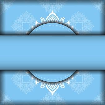 Modelo de folheto em azul com padrão grego branco preparado para tipografia.