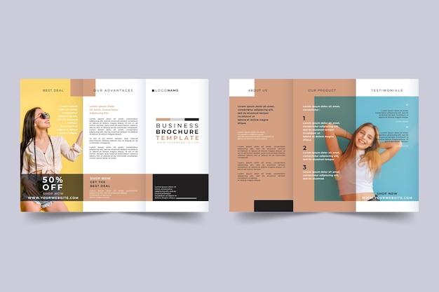 Modelo de folheto mínimo com três dobras com foto