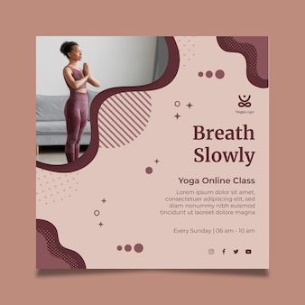 Modelo de folheto quadrado de ioga em casa