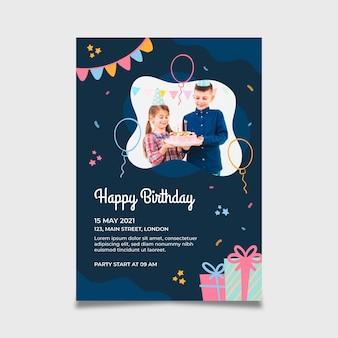 Modelo de folheto vertical de feliz aniversário