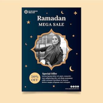 Modelo de folheto vertical de venda ramadan