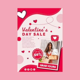 Modelo de folheto vertical de vendas do dia dos namorados