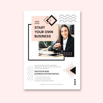 Modelo de folheto vertical para mulher de negócios