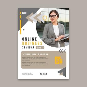 Modelo de folheto vertical para negócios em geral