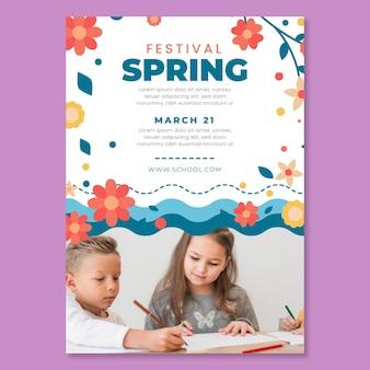 Modelo de folheto vertical para primavera com crianças