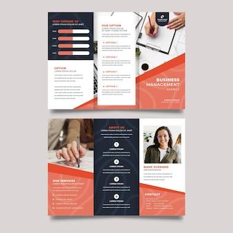 Modelo de impressão de brochura com três dobras para gerenciamento de negócios