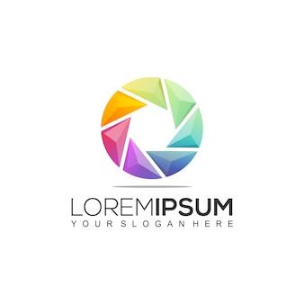 Modelo de logotipo colorido do pentágono círculo