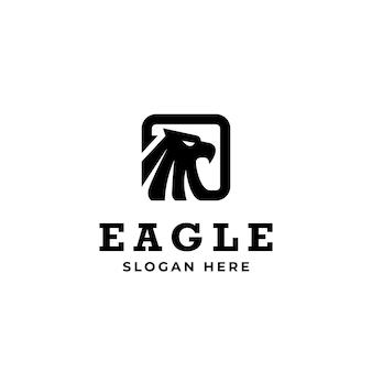 Modelo de logotipo de águia com olhos penetrantes