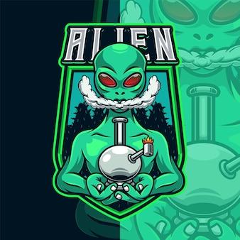 Modelo de logotipo de alienígena fumante