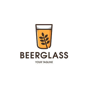 Modelo de logotipo de copo de cerveja isolado no branco