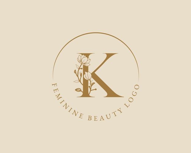Modelo de logotipo de coroa de louros inicial de letra k botânica feminina para cartão de casamento de salão de beleza de spa