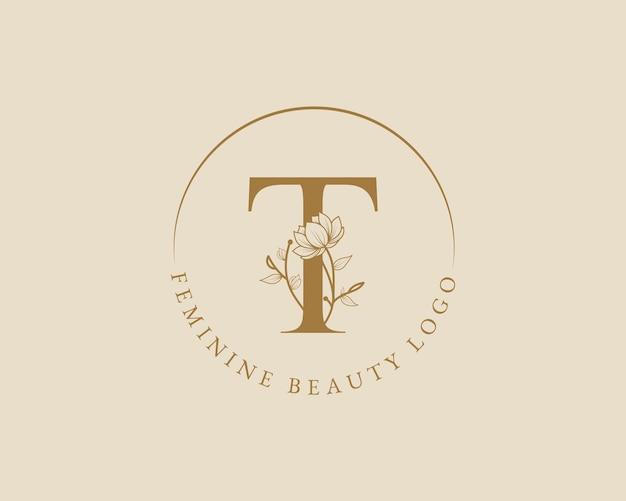 Modelo de logotipo de coroa de louros inicial de letra t botânica feminina para cartão de casamento de salão de beleza de spa