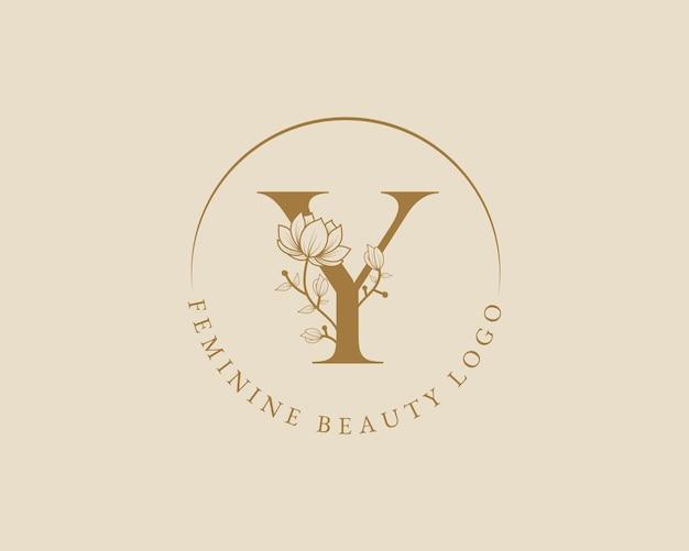 Modelo de logotipo de coroa de louros inicial de letra y botânica feminina para cartão de casamento de salão de beleza de spa