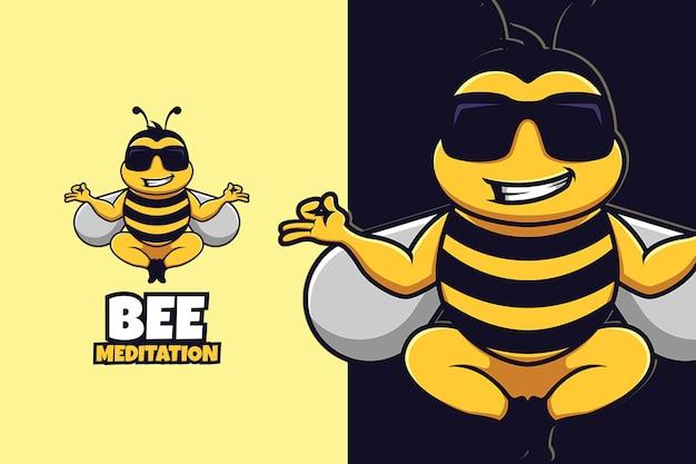 Modelo de logotipo de desenho animado de abelha com pose de meditação
