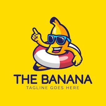 Modelo de logotipo de personagem banana na praia