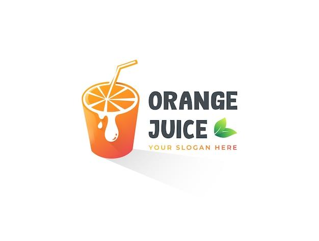 Modelo de logotipo de suco natural de laranja em fatias