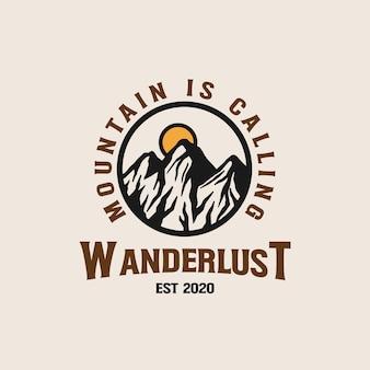 Modelo de logotipo do emblema da adventure mountain