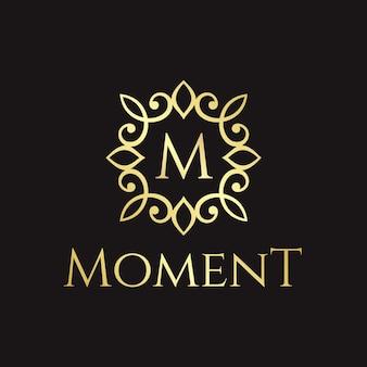 Modelo de logotipo elegante e luxuoso da letra inicial m