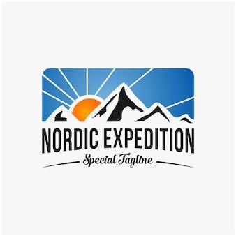 Modelo de logotipo vintage retrô montanha expedição