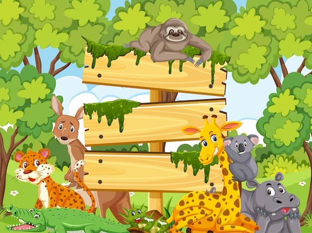 Modelo de madeira com animais selvagens no parque