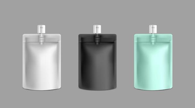 Modelo de maquete de saco de papel alumínio branco, preto e azul claro para logotipo