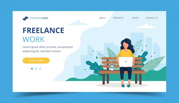Modelo de página de trabalho freelance. mulher, trabalhando, com, laptop, parque