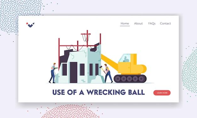 Modelo de página inicial de demolição de construção. personagens de construtores e máquinas com casa de demolição de bola de demolição. pessoas batem nas paredes com o martelo e a broca, quebram a velha casa. ilustração em vetor de desenho animado