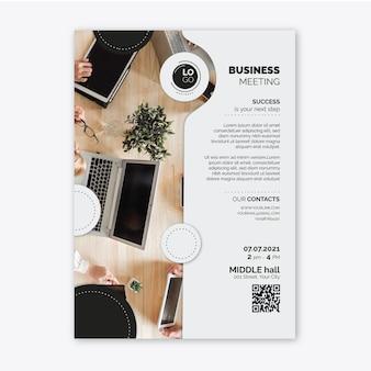 Modelo de panfleto comercial vertical geral