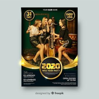 Modelo de panfleto de festa de ano novo com foto