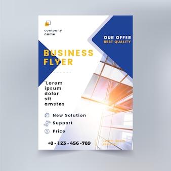 Modelo de panfleto de negócios com formas e foto