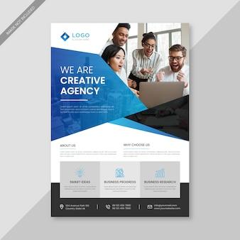 Modelo de panfleto de negócios criativos e profissionais