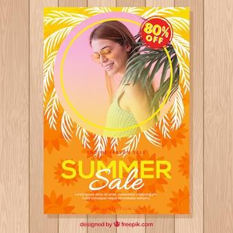 Modelo de panfleto de venda de verão laranja com foto
