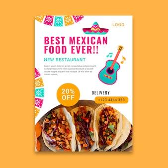 Modelo de panfleto vertical de comida mexicana saborosa