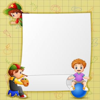 Modelo de papel com crianças em diferentes atividades
