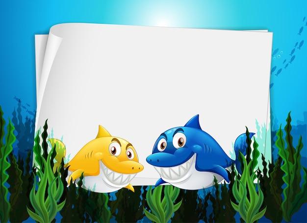 Modelo de papel em branco com muitos personagens de desenhos animados de tubarões na cena subaquática