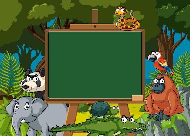 Modelo de placa com animais selvagens na floresta