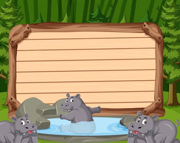 Modelo de placa de madeira com três hipopótamos no parque