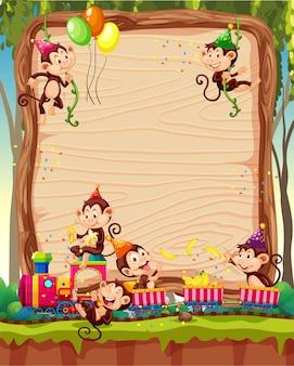 Modelo de placa de madeira em branco com macacos em tema de festa no fundo da floresta