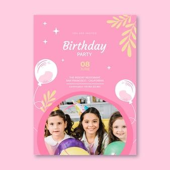 Modelo de pôster de aniversário com balões