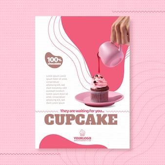 Modelo de pôster de cupcake delicioso