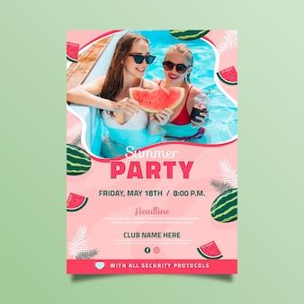 Modelo de pôster plano vertical de festa de verão com foto