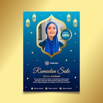 Modelo de pôster vertical de venda ramadan