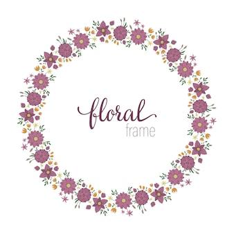 Modelo de quadro de vetor com flores silvestres na moda planas com juncos no espaço em branco. cartão com lugar para texto. design floral para convites, casamento, festa, eventos promocionais.
